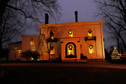 Photo Nesmith House at night